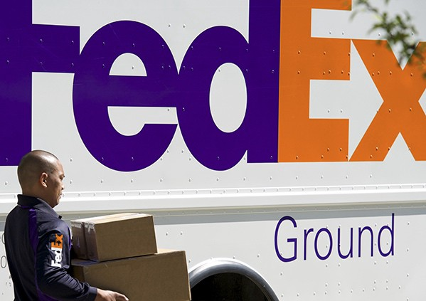 How do experts like FedEx plan their routes?